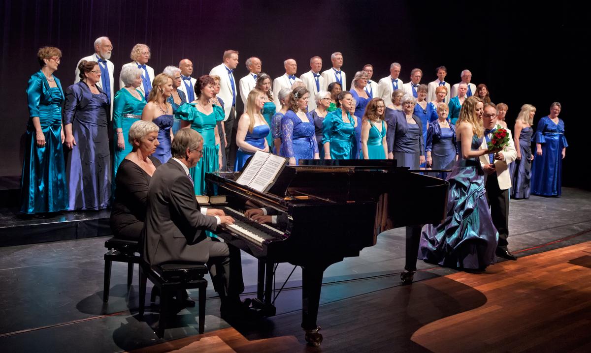 Compleet koor in gala